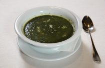 Spinach-nettle soup