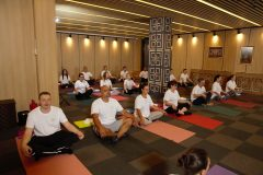 Yoga course with many participants