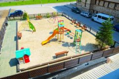 Lucky Bansko Aparthotel SPA & Relax | Kids playground in from of hotel