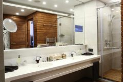 Lucky Bansko Aparthotel SPA & Relax | Presidential Apartment Bath and tube