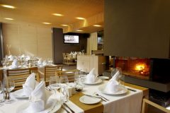 Lucky Bansko Aparthotel SPA & Relax | Restaurant Le Bistro fireplace