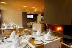 Table and fireplace at restaurant Le Bistro | Lucky Bansko