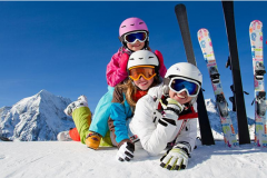 On holiday with a child in Bansko in winter