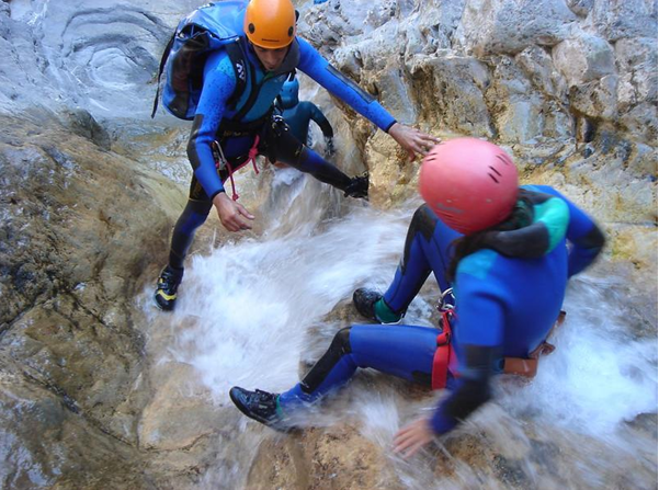 What is canyoning in Bansko?